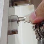 lock-door-queens-repair-car